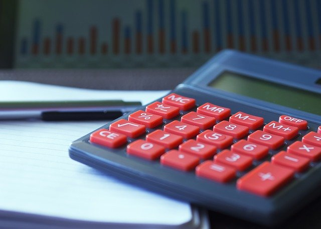 Ile zarabia agent ubezpieczeniowy